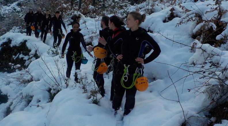 Sortie canyoning en eau chaude sous la neige