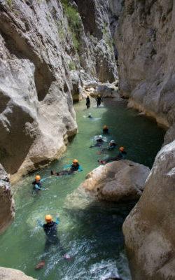 Nage dans le canyon des gorges de Galamus