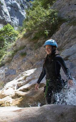 Marche dans le canyon de Galamus à la journée