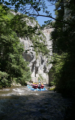 Rafting sur la rivière Aude en famille