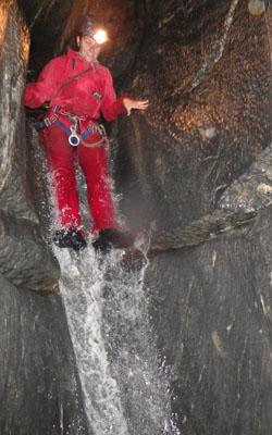 Toboggan dans un canyon souterrain en Ariège