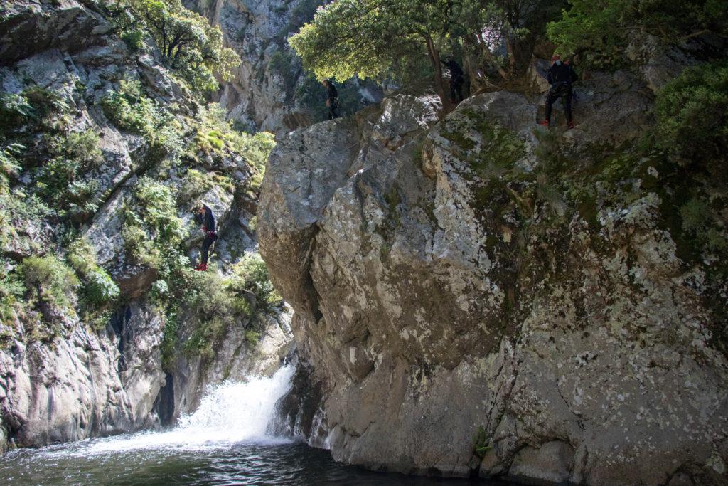 Saut de 9 mètres en canyoning au Llech près de Perpignan