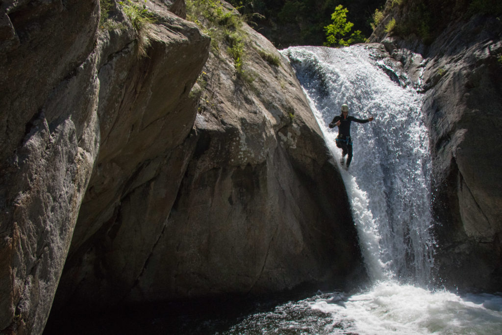 Toboggan debout en canyon